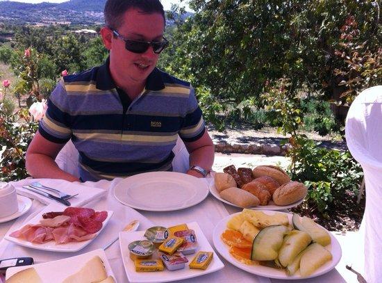 Cases de Son Barbassa : Breakfast served at 1pm !