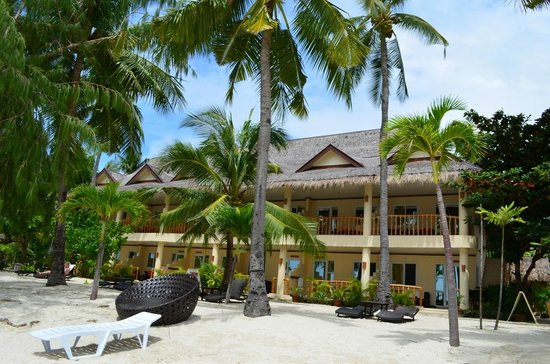 Ocean Vida Beach & Dive Resort: Hotel from outside and beach