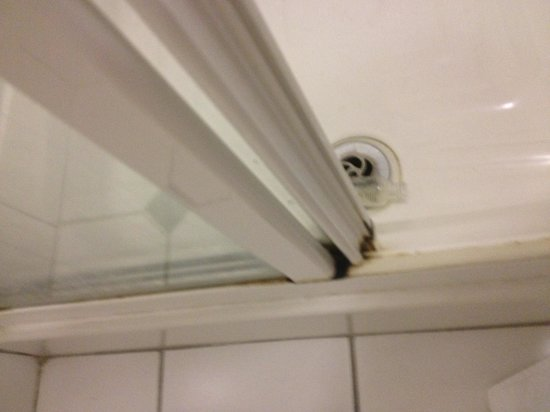 Victoria House Hotel: Bathroom