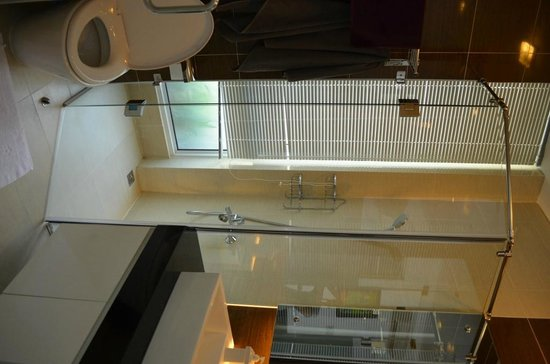 Yellow House Saigon Hotel: Bathroom