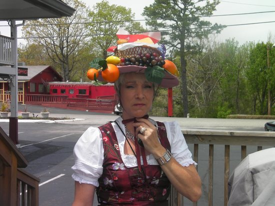 The Trails Inn: funny headdress for tea party in ES