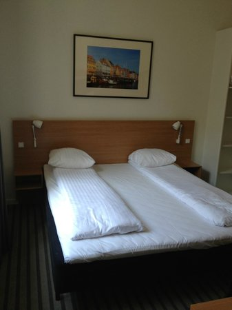 Copenhagen Crown Hotel: Double bed