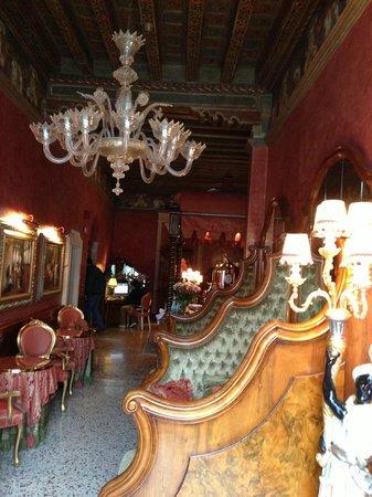 Al Ponte Antico Hotel: The breakfast room and bar