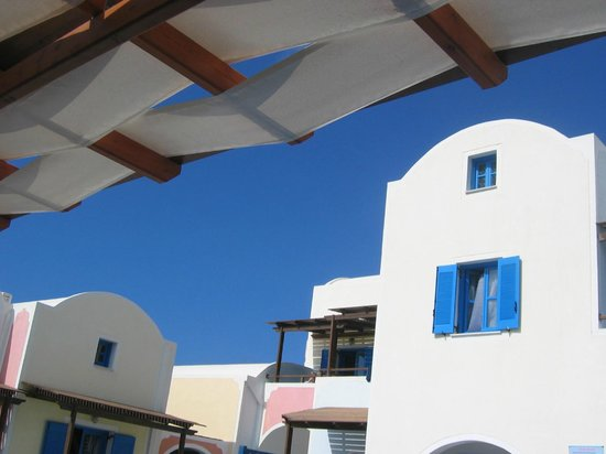 Hotel Eleftheria: View from poolside - I needed the shade that day!