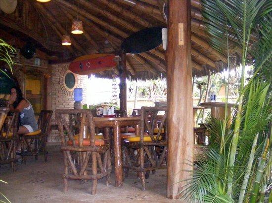 Balsa Surf Camp: Comedor