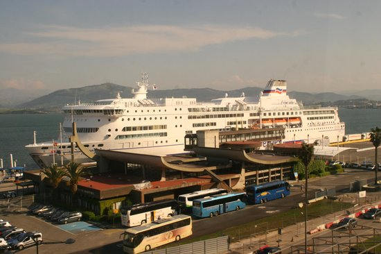 Hotel Bahia Santander: View of the Ferry Terminal from our bedroom window