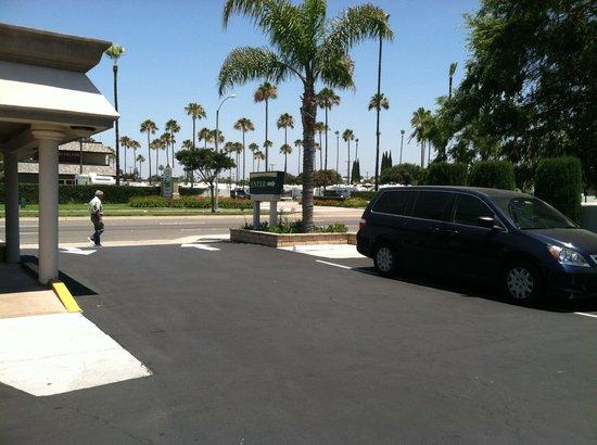 Knights Inn Anaheim: Entrance