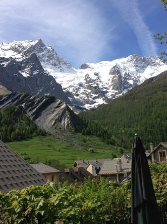 Hotel Auberge Edelweiss : The view from my table at breakfast each morning!