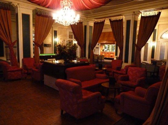 Chateau Tongariro Hotel: Chateau lobby
