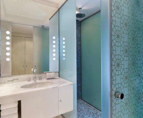 Le Meridien Al Khobar: Standard Bathroom