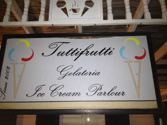 Tutti Frutti : The sign on the building