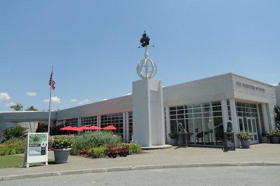 Νιούπορτ Νιουζ, Βιρτζίνια: The front of the museum