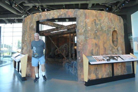 Νιούπορτ Νιουζ, Βιρτζίνια: A facsimile of the 150-year-old gun turret which was raised from ocean floor