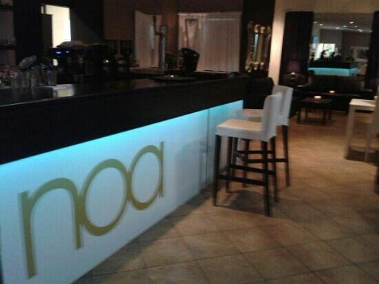 Noa Lounge & Gourmet: Enjoy the Food and the Cocktails