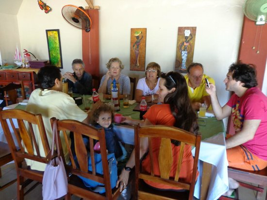 Brisas del Caribe: family tasting the local sea food
