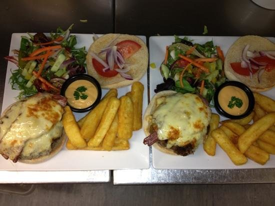 Kings Head: homemade prime beefburgers......SO TASTY....!!!