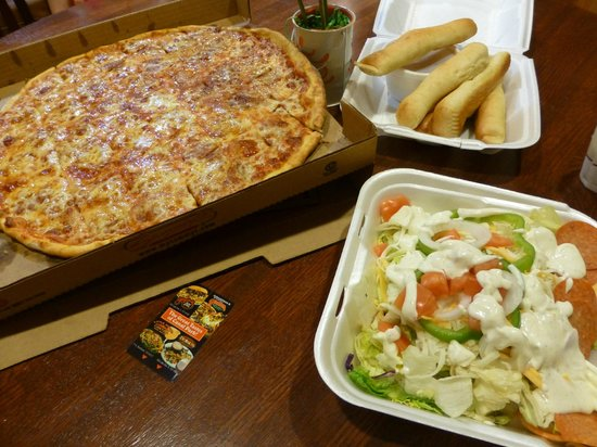 Sammy's Pizza & Restaurant: Dinner has arrived!
