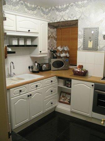 Dinbren Hall Cottage: Kitchen