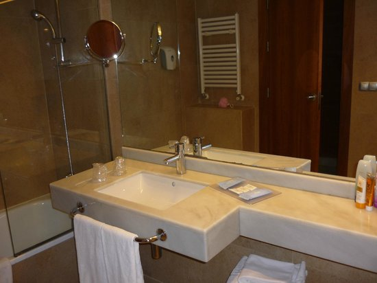 Hotel Deloix Aqua Center : bathroom