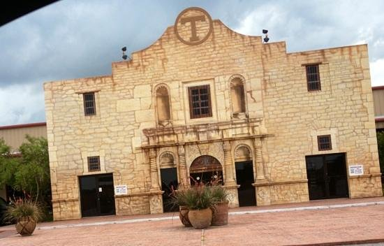 Crossfire Steakhouse & Cantina: entrance to the arena- look familiar?!