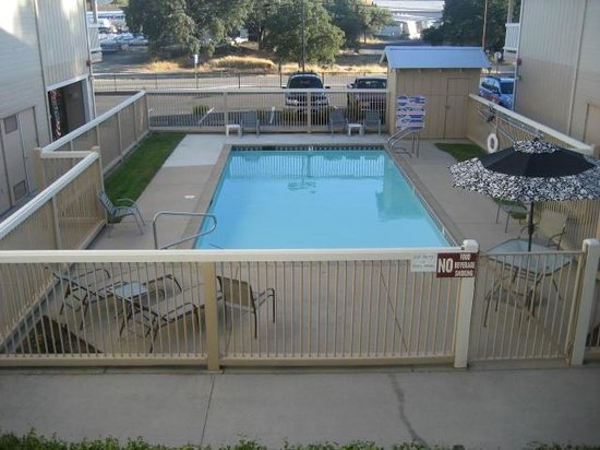 Travelodge Angels Camp CA: Pool area