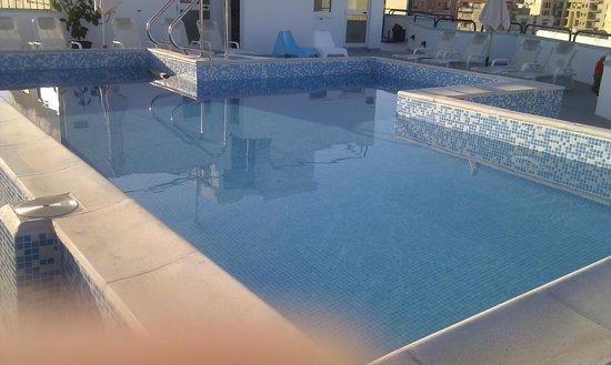 Park Lane Aparthotel: Roof top swimming pool
