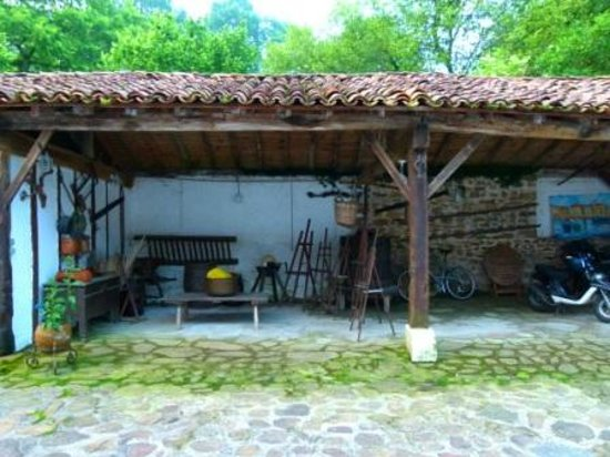 Chambres d'Hotes Ttakoinenborda a Sare: View of the shed