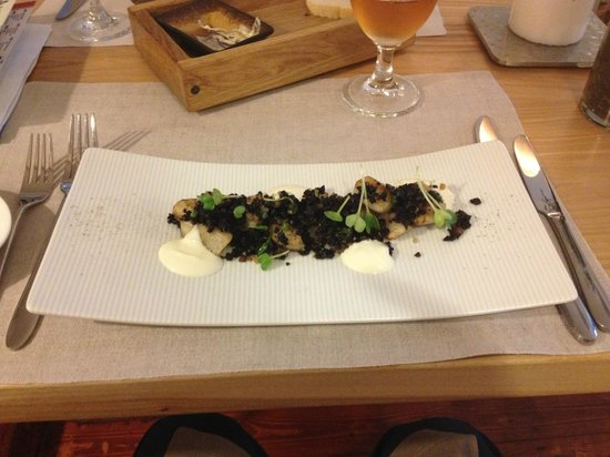 Valtera Restorans: Jerusalem artichoke with black pudding