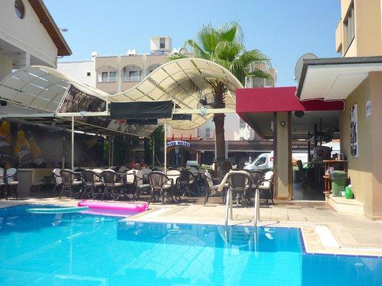 Greenmar Apartments: pool