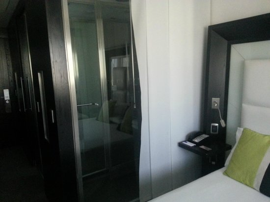Novotel Buenos Aires: view to the shower direction