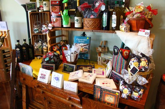 Layton's Chance Vineyard and Winery: Great selection of souvenirs..try the chocolate rocks!!