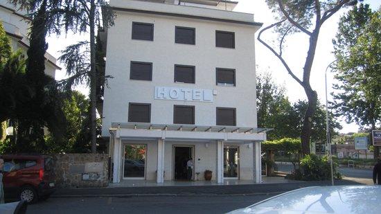 Hotel La Pergola: Front of Hotel - Front Of Hotel - Picture Of Hotel La Pergola, Rome - TripAdvisor