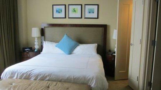 Palm Beach Marriott Singer Island Beach Resort & Spa: Bedroom