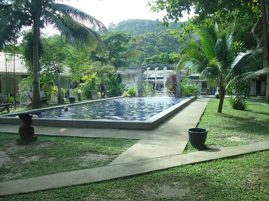 ‪‪Green Village Langkawi‬: Garden with pool‬
