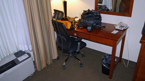 Comfort Inn Huntsville: desk