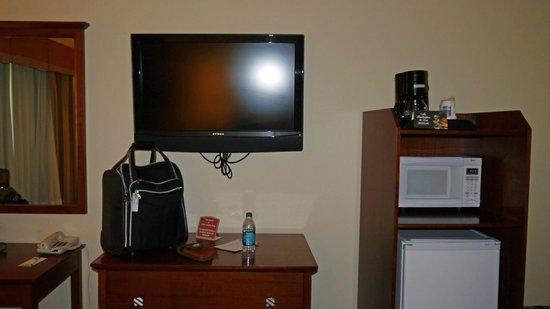 Comfort Inn Huntsville: tv/micro/fridge/coffee pot
