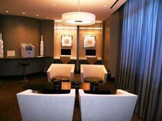 Meridian at Pentagon City : Lobby