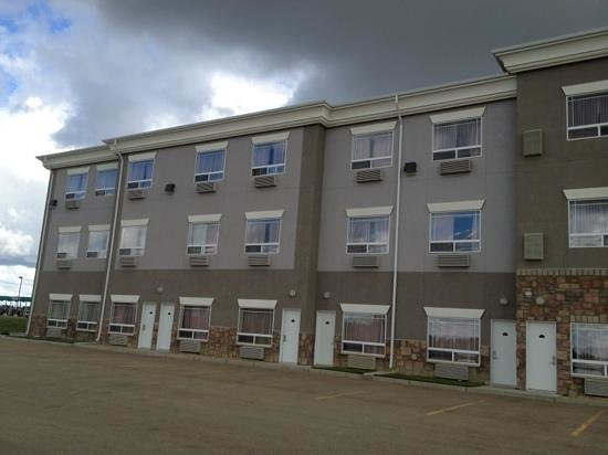 Ramada Westlock: outside access to some rooms