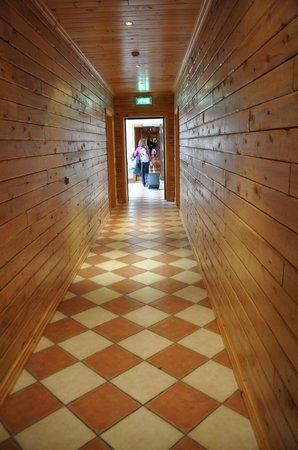 Hotel Ranga: beautiful tiled passage