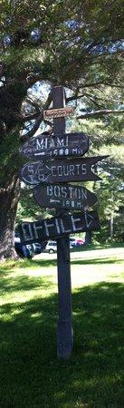 Summit Lodge & Resort : Outdoor signage
