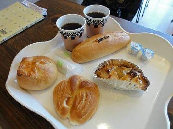 Karuisawa French Bakery : 塩クロワッサン、めんたいフランス、アップルパイ