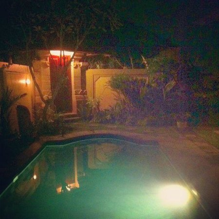 Tirtarum Villas, Canggu Bali: Sitting by the pool under the stars...so quiet and peaceful