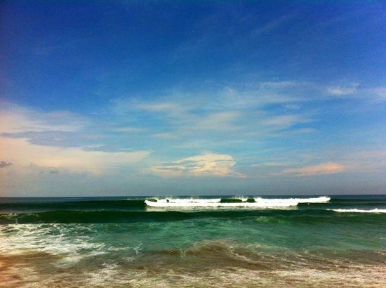 Tirtarum Villas, Canggu Bali: Getting read to surf at Tugu beach near the villas