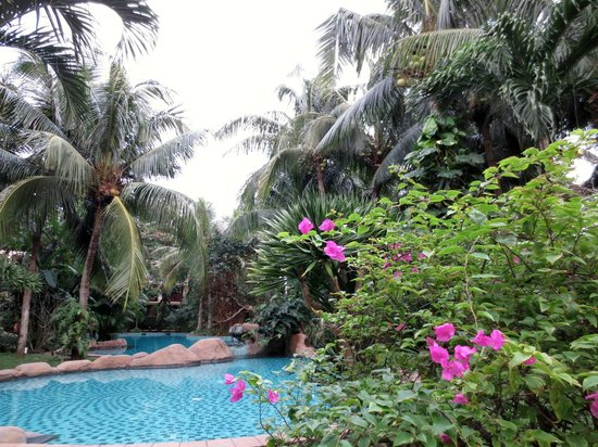 Furama Resort Danang: Beautiful grounds
