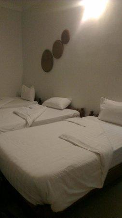 Khmer Cuisine Bed & Breakfast: Triple Room