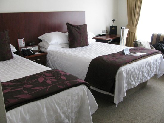 James Cook Hotel Grand Chancellor: Our warm, cosy and inviting room.