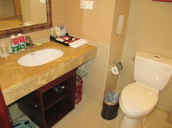 Yuyang Hotel: Clean toilet