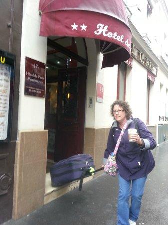 Hotel de Paris Montmartre : Hotel front