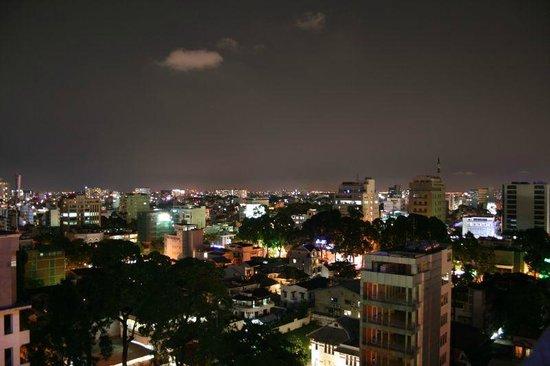 Sherwood Residence: Night view