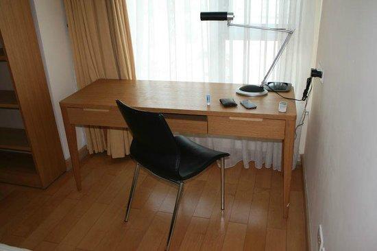 Sherwood Residence : Study desk